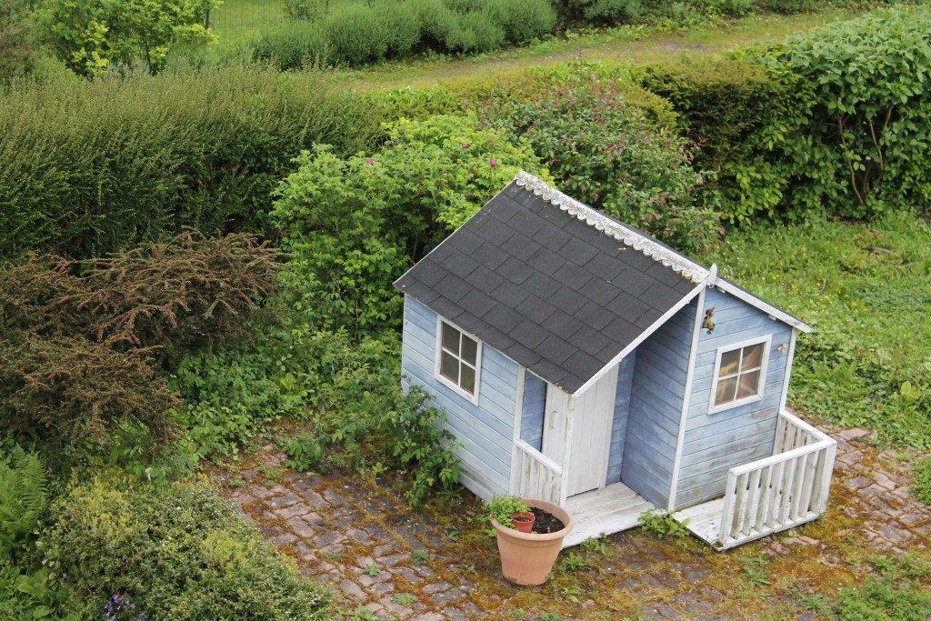 Нужно ли оформлять дачный дом в СНТ, если земля в собственности?
